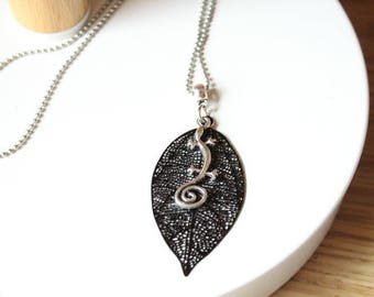Silver gecko lizard and black filigree leaf pendant necklace