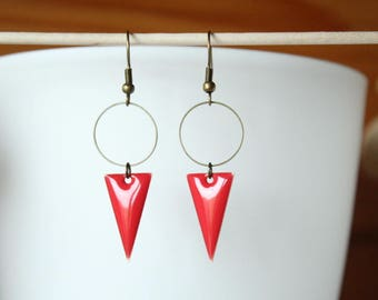 graphic earrings enameled sequin red triangle and ring bronze