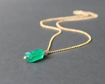 Green Onyx Pendant Necklace, Emerald Green Necklace, Green Pendant Necklace, Green 14k Gold Necklace, Green Onyx Jewelry, Green Necklace