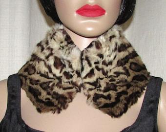Joli collet près du cou  de véritable  fourrure  vintage d'animal sauvage / Vintage nice  close to the neck real spotted fur collar