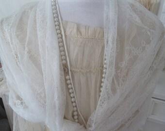 Scarf veil stole white flowers Roses tulle lace Edwardial Shabbyhic vintage style wedding decoration CoeursDeCaschel