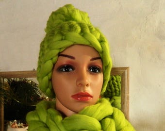 Green Chunky Wool Hat. Merino Hand Knit Hat. Winter Womens Hat. Thick Beanie. Oversize Knit Pom Pom Hat. Gift for Her. Valentine's day gift.