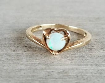 Vintage opal chevron ring in yellow gold