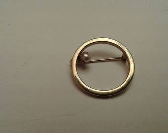 MidCentury Circle Brooch with Pearl