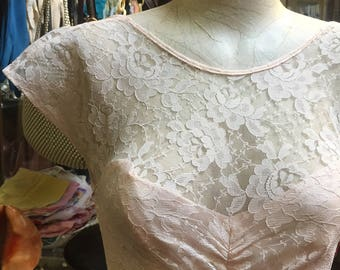 Lovely petal pink lace dressof the 1980s
