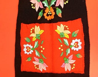 "Vintage,Hungarian handmade ""Kalocsa""embroidered  combholder/organizer, flower pattern Cottage/Shabby Chic"