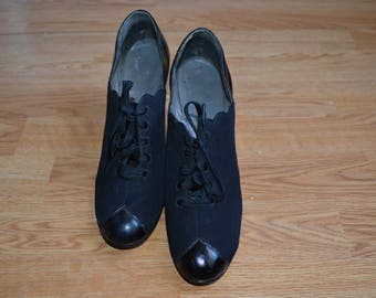 MOVING SALE! Vintage oxford shoes 7AA