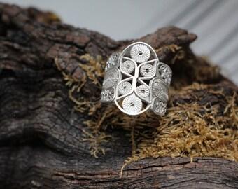 """""""Fleur en circle"""" filigree ring"""