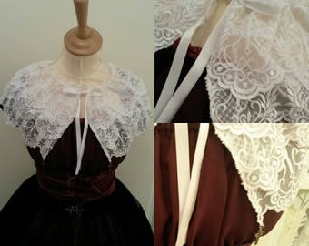 Cross lace collar