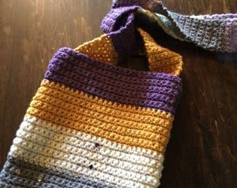 Wool shoulder bag.