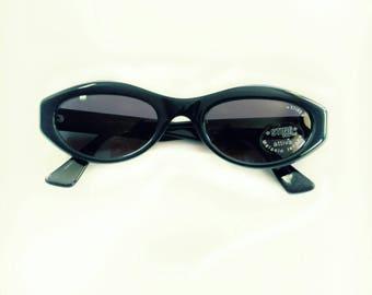 Sunglasses 90s kurt cobain style Cat Eye eyewear Deep Green - Blue by STING vintage but NEW lunettes sonenbrille occhiali da sole mod 6100