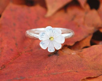 Mother of Pearl Flower Ring | Sterling Silver Ring | Shell Flower Ring | 1cm
