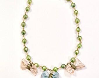 Pretty Bows Necklace