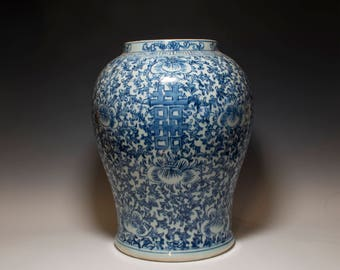 Beautiful Chinese Antique 19th Century Qing Dynasty Blue and White Floral Porcelain Big Jar
