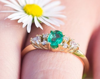 Emerald gold ring,emerald diamond ring,Emerald Oval Diamond Engagement ring,Cluster ring,Emerald Diamond Cluster Ring,Trillion diamond ring