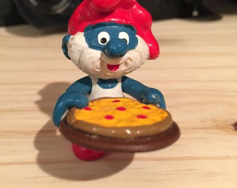Vintage papa smurf with pizza 2.0180