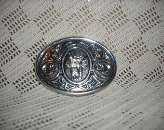 Silver toned belt buckle from Avon.)