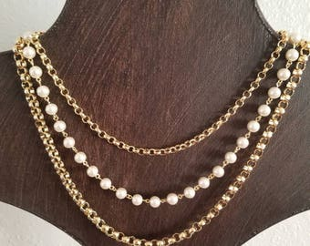 Vintage Ladies Layered Pearl-Like Necklace