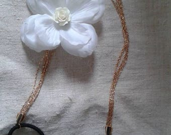 """headband"" flower and gold chains white """