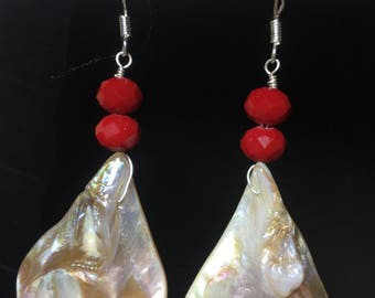 teardroop white shell and red glass rondelle