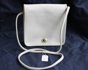 Vintage Coach Ivory Turnlock Crossbody Style 8160