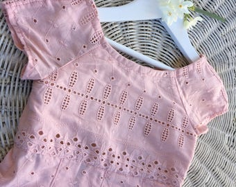 Dusty pink Broderie anglaise pleated girls dress SIZE 3