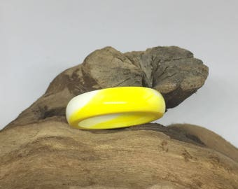 Summer resin ring in yellow and white