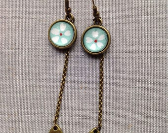 Earrings dangling white and green flower