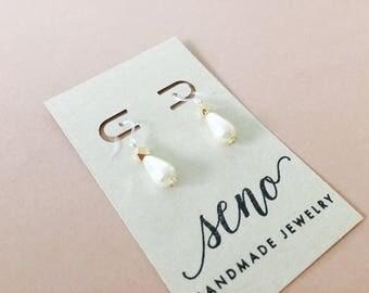 Glass pearl earring