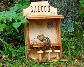 Saloon Feeder Squirrel Chipmunk Bird Feeder Outdoor