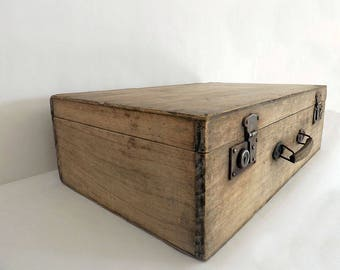 Wooden closure metal suitcase - Wooden box
