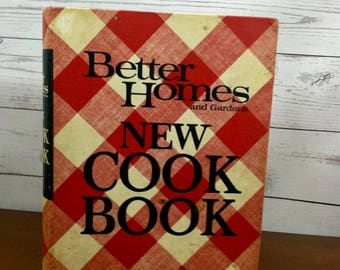 Vintage Cookbook Better Homes and Gardens New Cook Book c.1968 Second Printing, 1969 Red and White Checkered