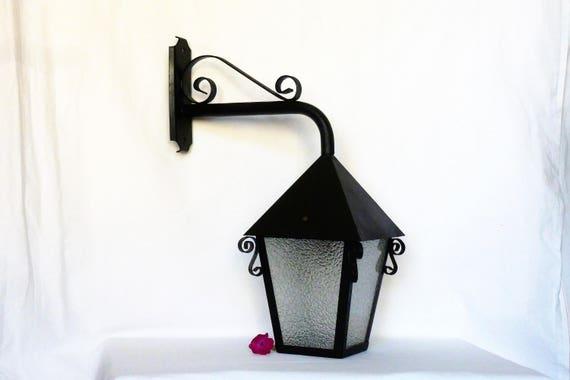 ancienne lanterne en fer forg lanterne d 39 ext rieur. Black Bedroom Furniture Sets. Home Design Ideas