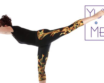 Deco Lilies Yoga Capri Pants