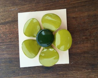 Vintage 1970s Green Flower Pin