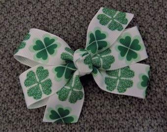 St.Patrick's Hair Bow - Girls Hair Bow, Irish Hair Bow, Toddler Hair Bow, Hair clip for girl, Lucky Hair Bow, Holiday Hair Bow, Green Bow