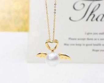 Akoya pearl with 18K gold pendent