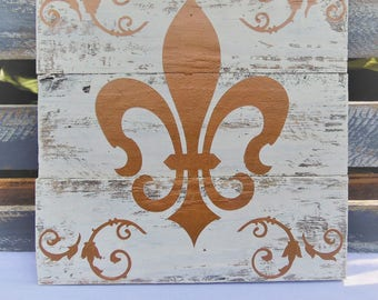 Gold Fluer-de-Lis, White Pallet Wood, Wustic, Shabby Chic, French Provincial, Louisiana,