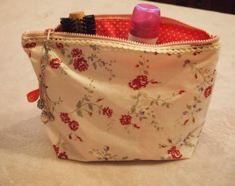 Clutch purse with pockets for storage