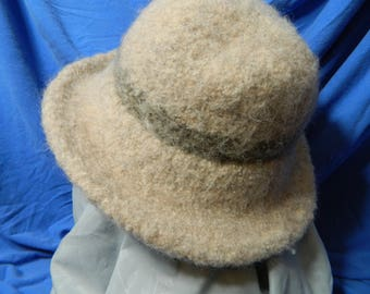 Beige felted wool hat with band