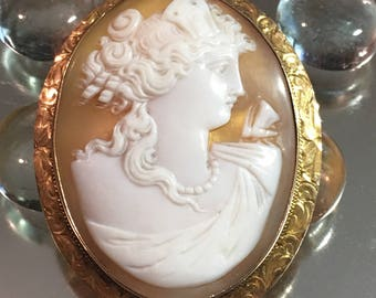 Antique Art Nouveau c1900 10K Yellow Gold Hand Engraved Frame Shell Cameo
