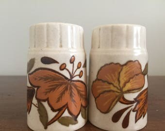 Vintage Mid Century Salt and Pepper Shakers | MCM Decor | Kitsch Kitchen | Orange Flowers | Vintage Kitchen