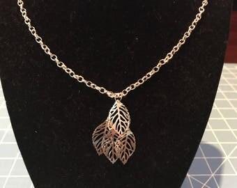 Dangle leaf necklace