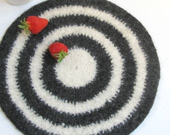 Felted placemat - Organic series - Cream and dark gray
