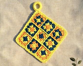 "Potholder ""tangy"" yellow lemon, orange and blue in grannies crochet"