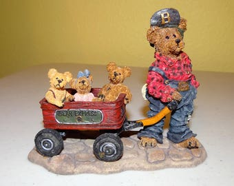Boyds Bears, Bearstone Collection, Style #227727 Huck with Mandy, Zoe and Zack....Rollin Along