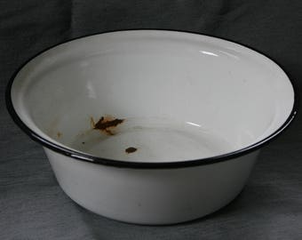Enamelware Bowl / Vintage Enamel / Farmhouse Decor