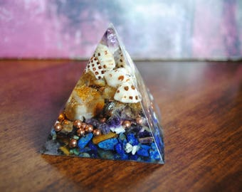 Orgonite ® Ocea - Sea Shells - Orgone Generator - EMF Protection - Healing Pyramid for Positive Energy Chembuster - Home Purifier - Crystals