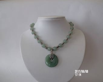 Gorgous necklace light green aventurine with pendant