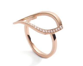 Duille Nua Frosted 18ct rose gold leaf diamond ring